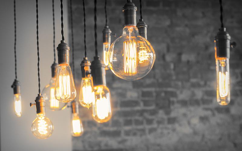 Bombillas de bajo consumo o LED para ahorrar