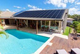 Uso de placas solares para calentar el agua de la piscina