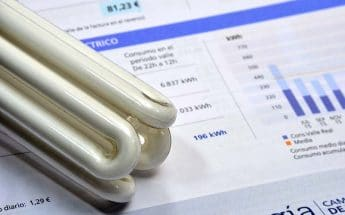 La medida del Gobierno que puede reducir en más de 0,10 €/kWh tu tarifa de la luz: ¿tiene trampa?